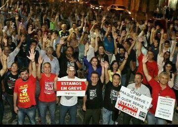 <a href=http://bancariospe.org.br/noticias_aparece.asp?codigo=14138#.Vg8W5Rm5fqC class=trs>CAMPANHA NACIONAL: Bancários de Pernambuco rejeitam proposta da Fenaban e entram em greve na próxima terça</a>