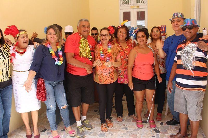 Café da manhã dos aposentados une carnaval e cidadania
